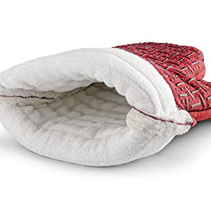 Image of the oven mitt's soft cotton lining.