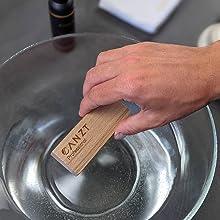 CANZT Bürste in lauwarmes Wasser tauchen.