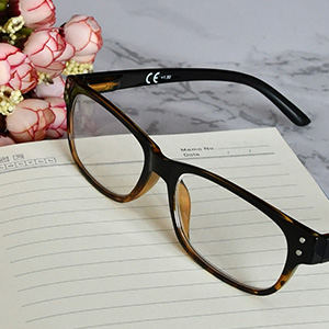 Classic frame reading glasses suitable for all face shape