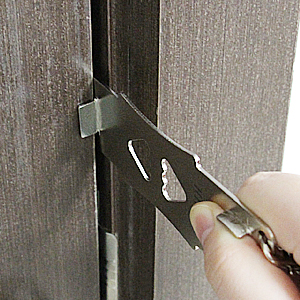 TEST TO SEE WHETHER THE LOCK APPLIES TO YOUR DOOR