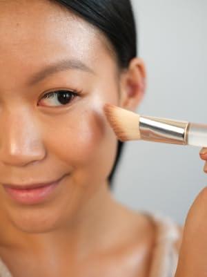 nonzer model Radiant beauty strobing palette contouring highlighting makeup highlighter makeup face