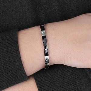 Dettaglio indossato bracciale Morellato