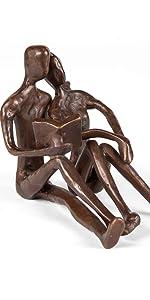 couple reading embrace sculoture