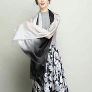 让普通穿着靓丽起来,只用一条丝巾就可以做到