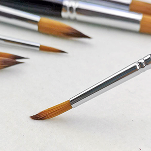 artist brushes for painting flat and round