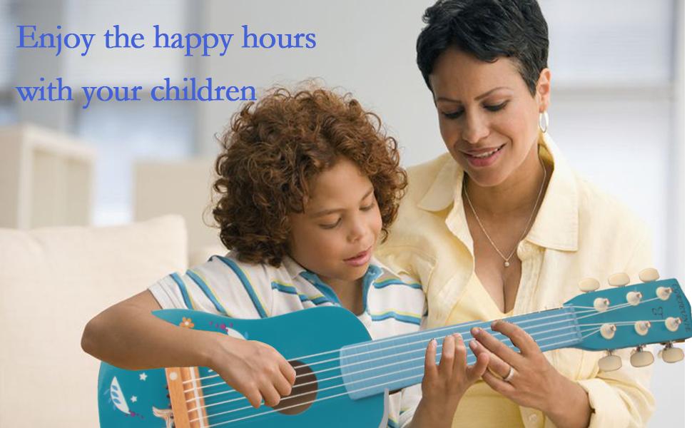 guitare enfant en bas âge