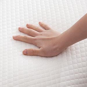 Contoured memory foam pillow