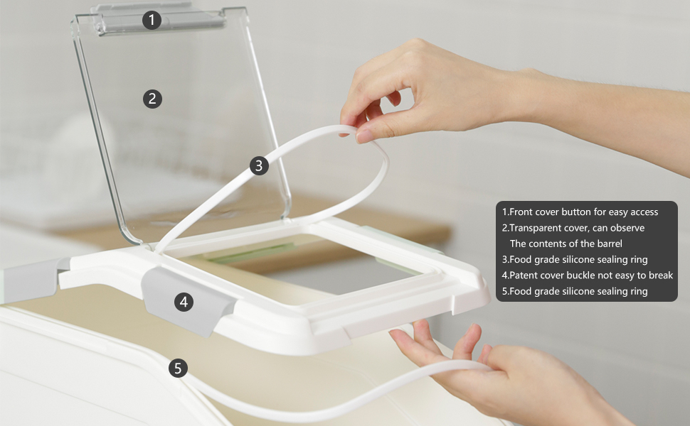 the seams use silicone seals,the food fresh and dry for a long time