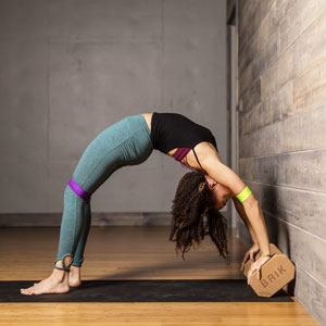 Chakrasana, Yoga Strap, Wheelpose, upward facing bowpose, Urdhvadanurasana,