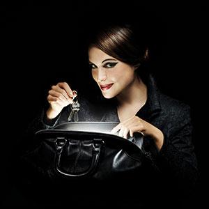 SOI woman gift handbag purse light