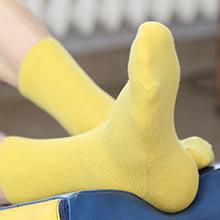 Yellow non-binding socks