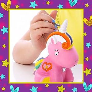 fille filles cadeau cadeaux petites enfant enfants anniversaire fête Noël Surprise licorne tirelire