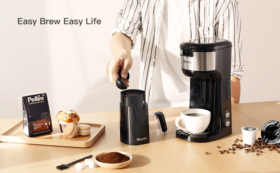 Single cup coffee maker with ginder