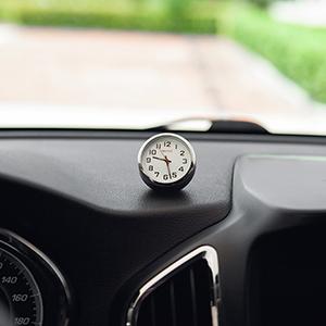 車内の時計写真