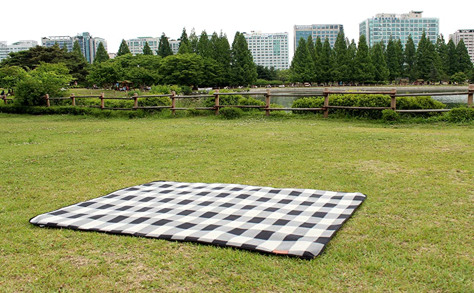 outdoor blanket checkered