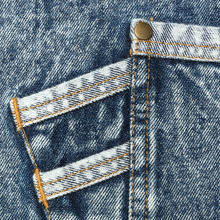 The pocket is sewn with double thread and riveted at the mouth to make it firm.