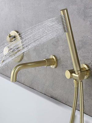 Single Handle bathtub faucet swivel spout