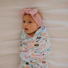 Sweet newborn photography accessory for baby girl