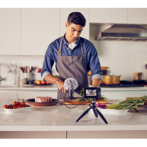 Guy livestreams his cooking using a canon powershot g7x mark 3