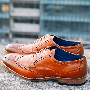 The Bruno Marc men's oxfords feature retro glam style with their classic colors