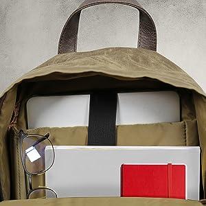 Zaino alla moda e capiente, la dimensioni è ideale per gli oggetti di tutti i giorni