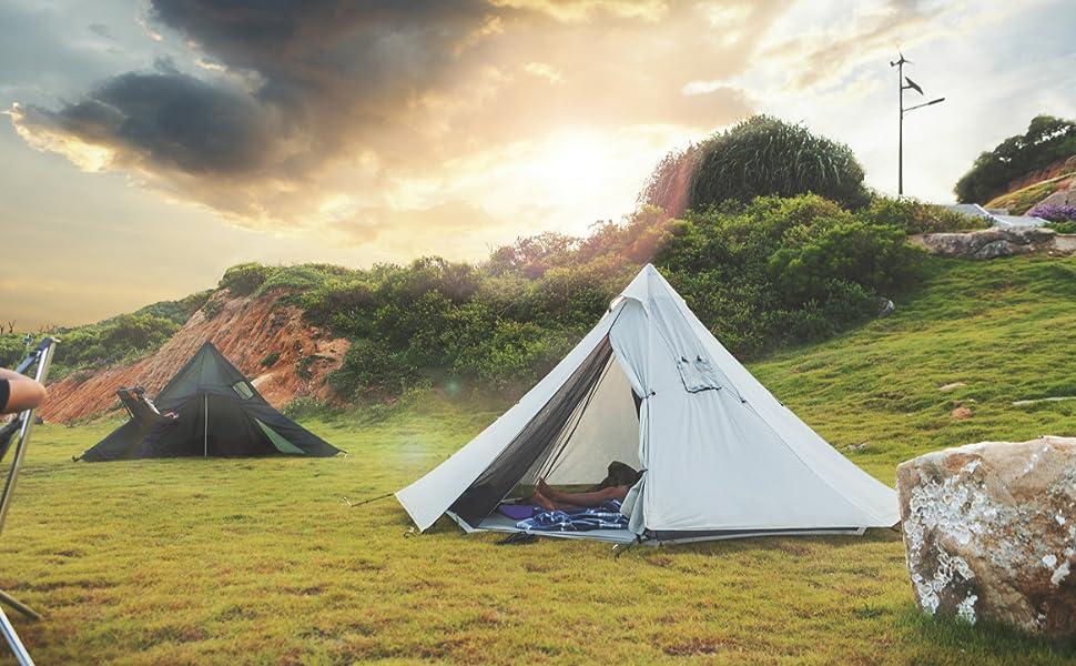煙突がある広々としたテント