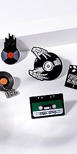 Music brooch
