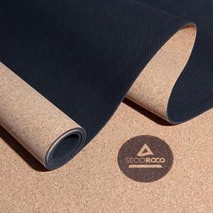 Yogamat kurk en rubber gerold.