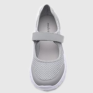 athletic shoes women