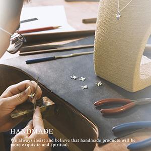 A craftsman inlays necklace