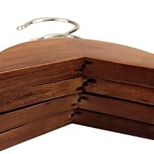 Fabriqué en bois naturel et conçu pour être utilisé pendant des années.