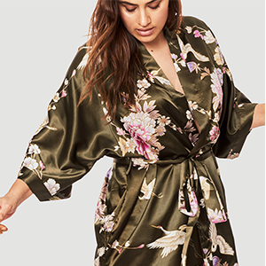 KIM+ONO Women's Curve & Plus Size Satin Polyester Kimono Robe Chrysanthemum & Crane Caper