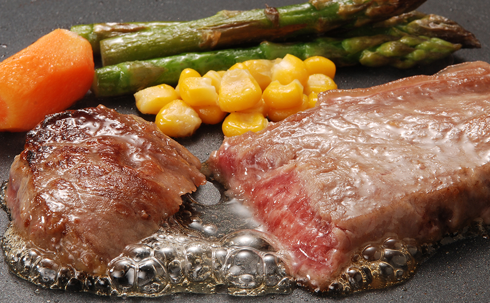 鉄板 ステーキ 牛肉 焼肉 アスパラ コーン にんじん 肉汁