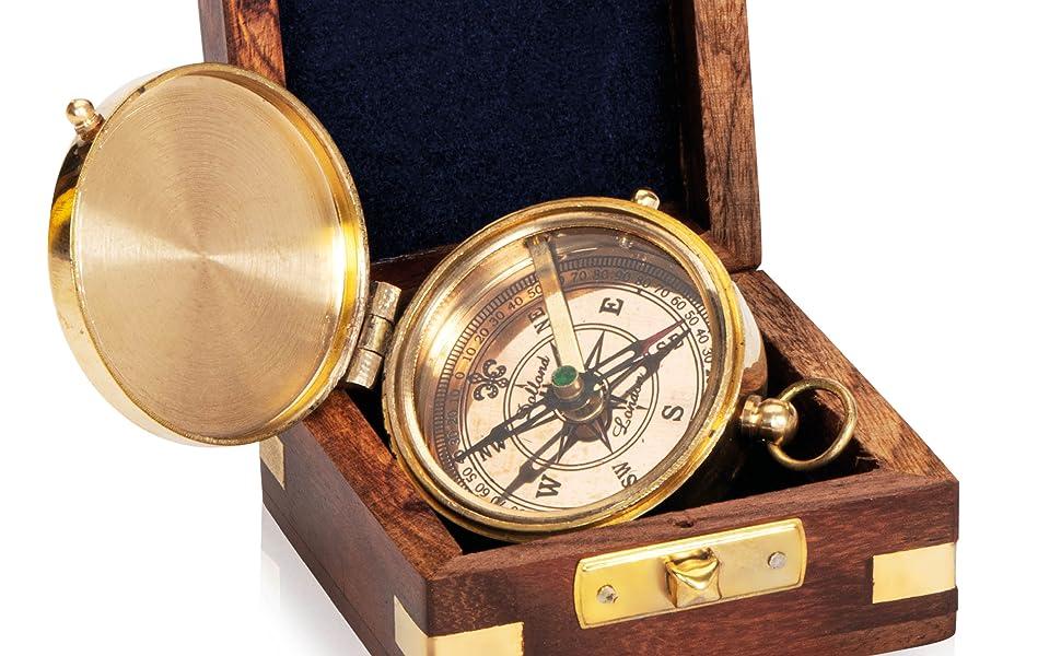 Edler Kompass mit Holzschachtel