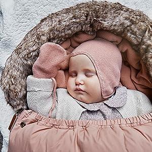 bebis i åkpåse