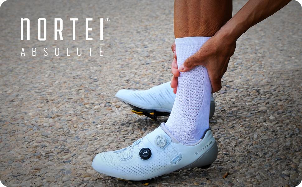 NORTEI Calcetines Blancos para Ciclismo, MTB y Running de Caña Alta para Hombre y Mujer – Absolute White: Amazon.es: Deportes y aire libre