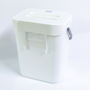 small hanging trash can with lid