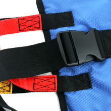 buckle easily attaches and detaches