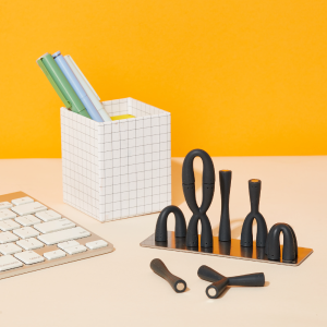Speks fleks silicone magnetic desk toy in hand