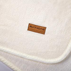 white blanket detail 3