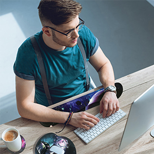 Comfortable wrist pad for you to create a comfortable computer environment