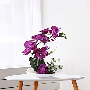 sztuczne kwiaty i wazon