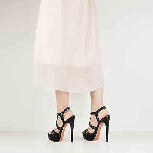 model show of yolkomo strappy heels