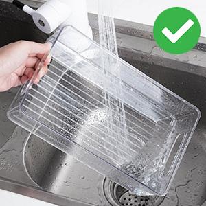 laver avec de l'eau tiède et du savon i