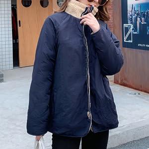 その日の気分で、表裏どちらも着られる、 リバーシブルボアジャケット。 フロントジップが、モコモコ、あったかかわいい。