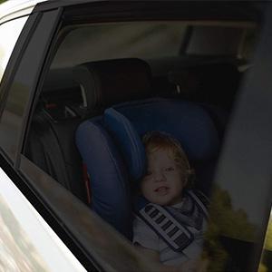 Rakaraka Sonnenblende Auto Kinder Sonnenschutz Auto Baby Mit Zertifiziertem Uv Schutz Universal Sonnenblende Auto Netz Für Baby Kinder Uv Schutz Schattierung Und Wärmedämmung 2 Stück Auto