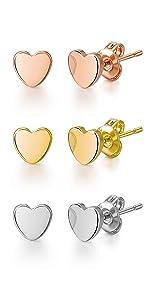 Set di tre orecchini a perno a forma di cuore
