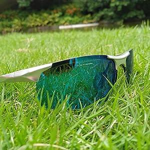 blue mirrored sugnlasses
