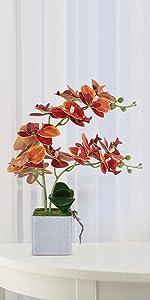 sztuczna roślina domowa w doniczce