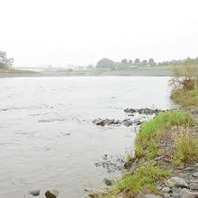 川の水汲み1